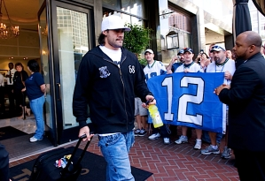 Game day arrived, and on Sunday, linebacker Lofa Tatupu made his way from the hotel to the team buses, passing loyal members of the 12th Man who'd made the trip to support the team.