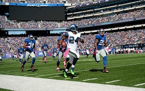 Marshawn Lynch outruns Giants defenders on his way to a 47-yard run that set up his one-yard touchdown on the ensuing play.