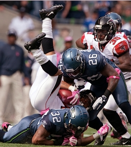 Special teamers Jeron Johnson (32) and Michael Robinson make a tackle on Atlanta kick returner Eric Weems.