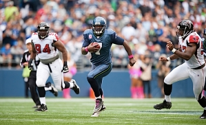 Quarterback Tarvaris Jackson scrambles up the middle for 13 yards in the fourth quarter.