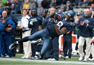 Sidney Rice got open near the Seahawks sideline to make this diving catch.