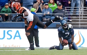 Tarvaris Jackson was sacked and then threw an interception as Seattle's offense faltered late.
