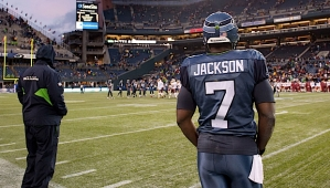 After he threw an interception on what would be Seattle's final drive, Tarvaris Jackson watched as the Redskins ran out the clock for an 20-17 victory.