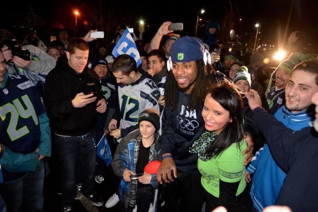 Richard Sherman poses for photos with fans